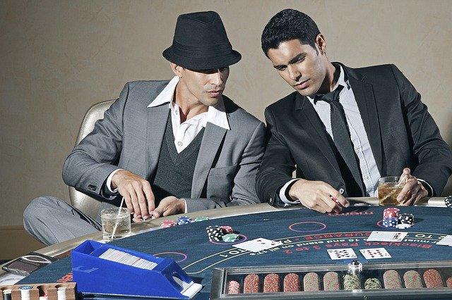 La popularidad y éxito del Blackjack reside en la mezcla de azar y estrategia necesaria para ganar