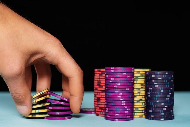 Para ganar en poker, vuestra cantidad de fichas será un factor importante a la hora de delinear las mejores estrategias e intentar trucos