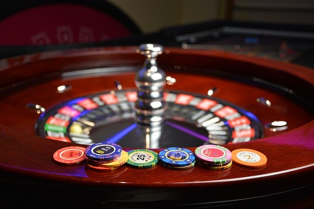 Este virtual casino ha logrado posicionarse entre los más fiables y reconocidos de España, ofrece servicios de juegos de casino, pero se enfoca mayormente en las apuestas deportivas