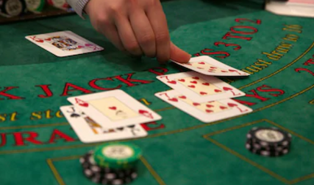 En el mundo del Blackjack tradicional se denomina 'estrategia básica' al método clásico de optimizar los resultados a la hora de jugar