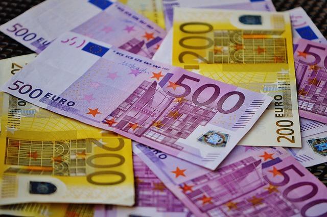 Además de las tiradas gratis algunos casinos online obsequian a sus usuarios una gran variedad de bonos