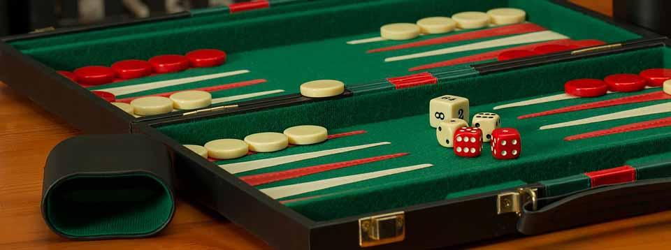 Aprende a jugar backgammon con nuestra guía completa.